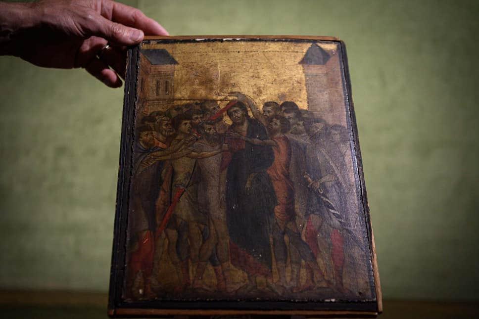 Obra da Renascença pintada pelo artista florentino Cimabue foi descoberta em uma cozinha nos arredores de uma cidade ao norte de Paris. Foto: AFP