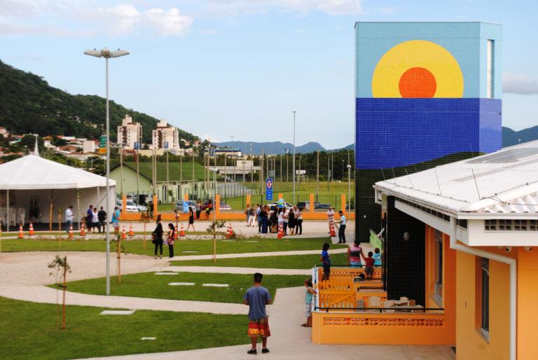 Creche Hassis, em Florianópolis, segue preceitos da arquitetura sustentável e tem certificação LEED Platinum. Foto: Divulgação