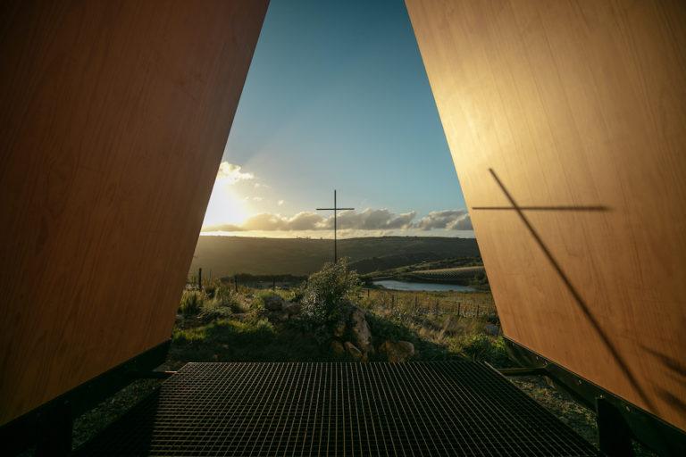 A Capela Sacromonte, premiada com menção honrosa, é assinada pelo escritório MAPA Arquitetos e fica nas Serras do Carapé, em Maldonado, Uruguai. Foto: Tati Kimelman/Divulgação