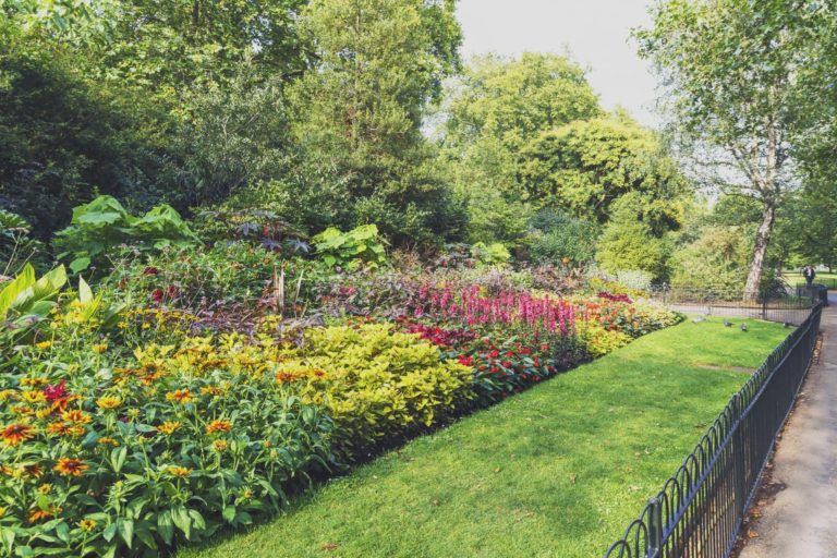 Paisagismo tipicamente inglês no St. James Park, em Londres. Foto: Bigstock