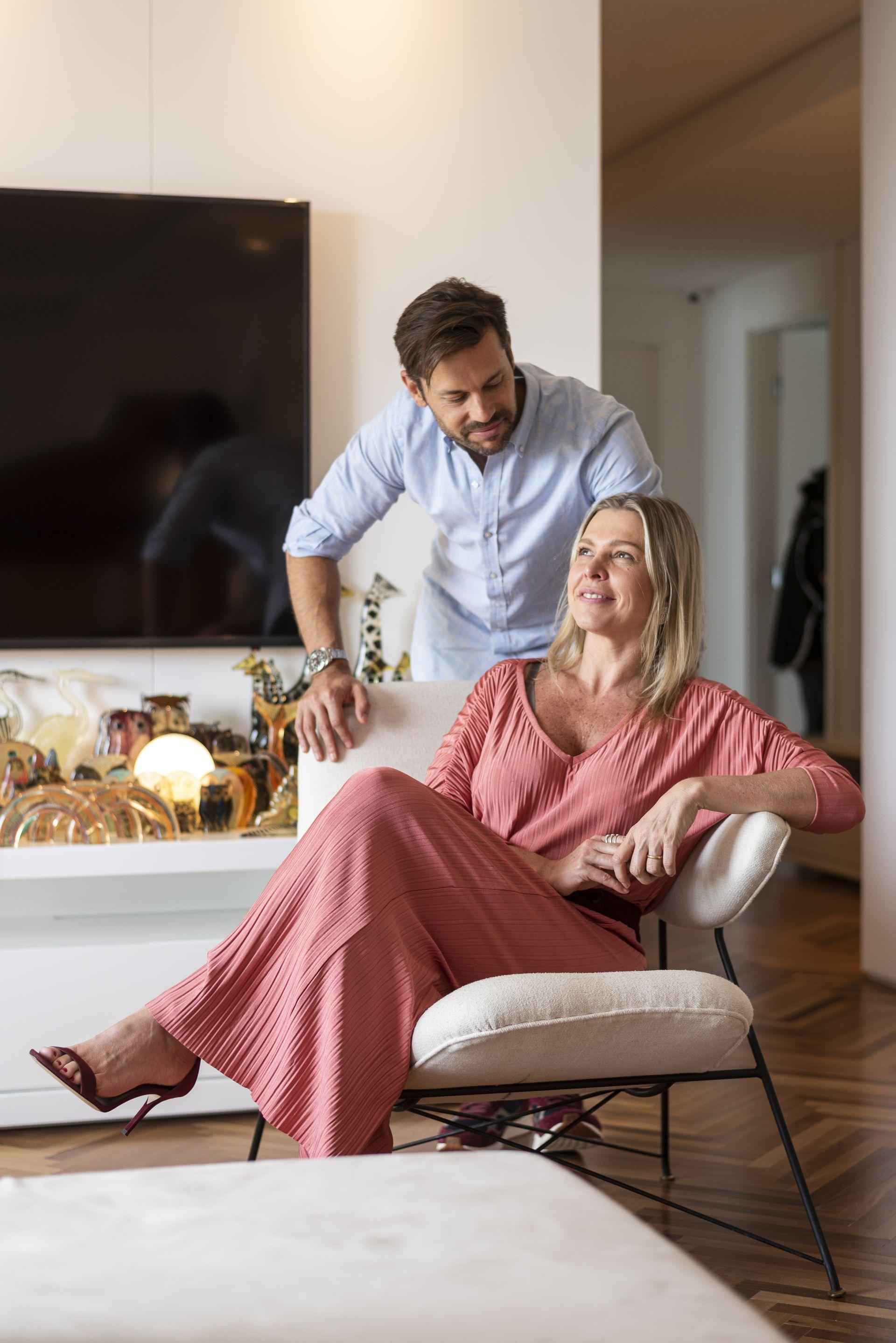 O casal Raphaella e Tica Sigel possui um acervo particular com mais de  mil obras de arte. Foto: Fernando Zequinão/Gazeta do Povo
