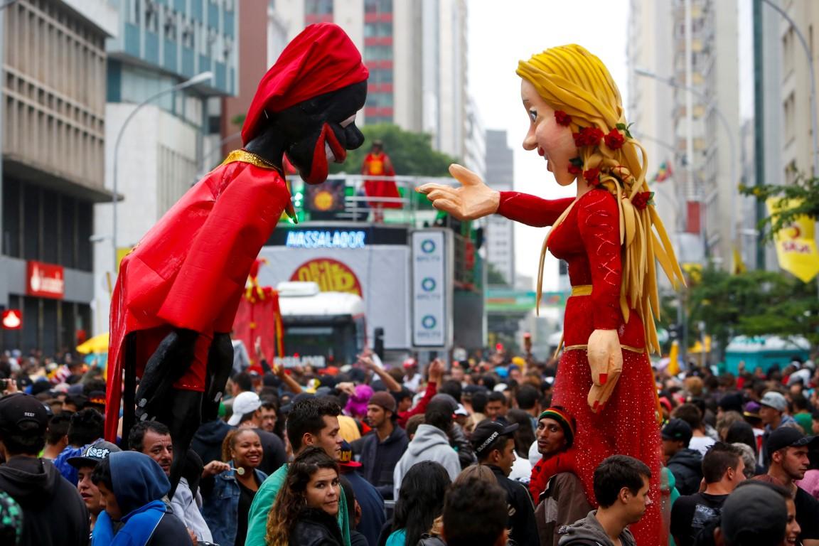 PRE CARNAVAL - 16 FEVEREIRO 2014 - CURITIBA - PARANA - Pre carnaval com Garibaldis e Sacis, na Marechal Deodoro - foto Henry Milleo / Agencia de Noticias Gazeta do Povo