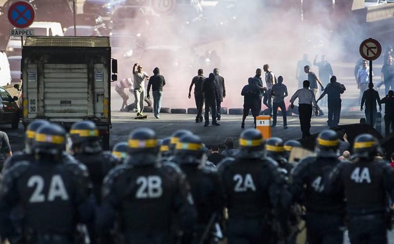 Revolta violenta contra aplicativo Uber na França: estado e as barreiras à entrada