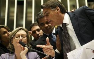Flavio Bolsonaro comenta a decisão do STF que mantém seu pai réu: medo de 2018?