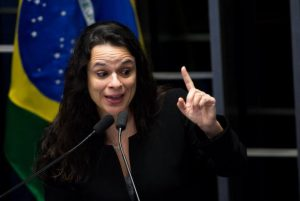 Janaína Paschoal alerta para golpe nas mudanças das leis eleitorais propostas pelo senador Serra