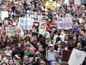 Esquerda utiliza adolescentes como massa de manobra em marcha contra as armas