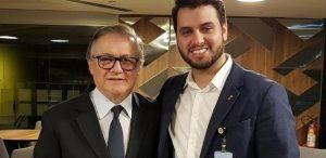 """Em """"ato falho"""", Eduardo Bolsonaro chama Filipe Martins de assessor para assuntos pessoais do presidente"""