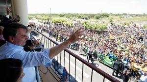 """Bolsonaro chama comunistas de """"cocô"""" e promete """"varrer turma vermelha"""" do Brasil"""