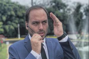 Silêncio de Bolsonaro sobre fala do filho Carlos é preocupante