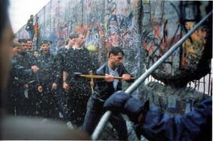 O muro que impede a saída do povo não é o mesmo que barra a entrada ilegal de imigrantes