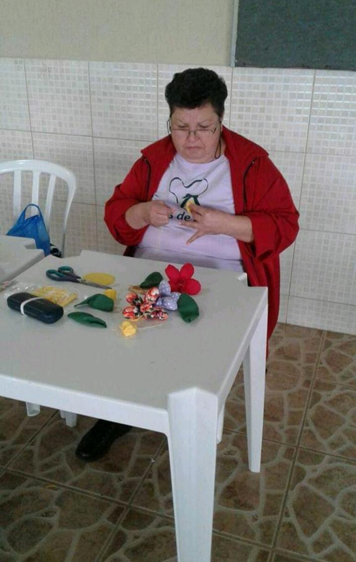 Aulas de crochê, bordado, costura e pintura são ministradas pelas próprias participantes e por professoras voluntárias. Foto: Arquivo Valquíria da Rocha.
