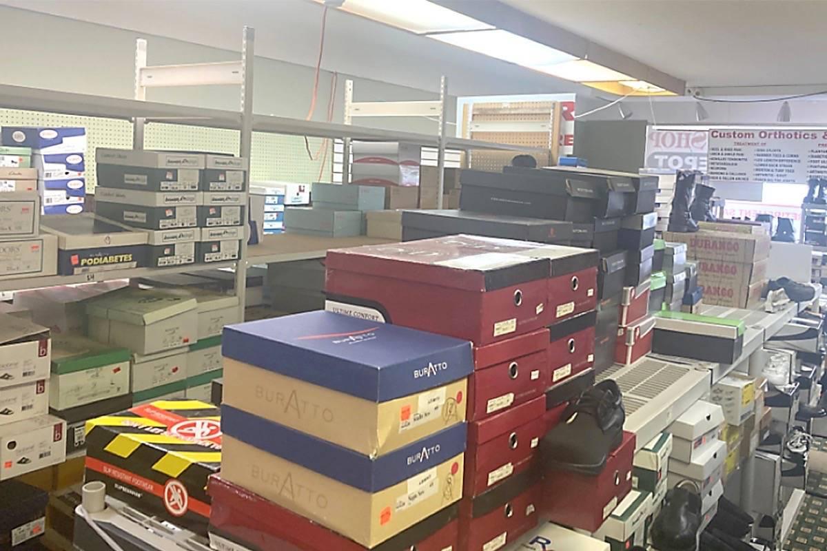 Os sapatos de Mo à venda no brechó do Exército de Salvação de Parksville. Foto: Reprodução/ The Northern View.