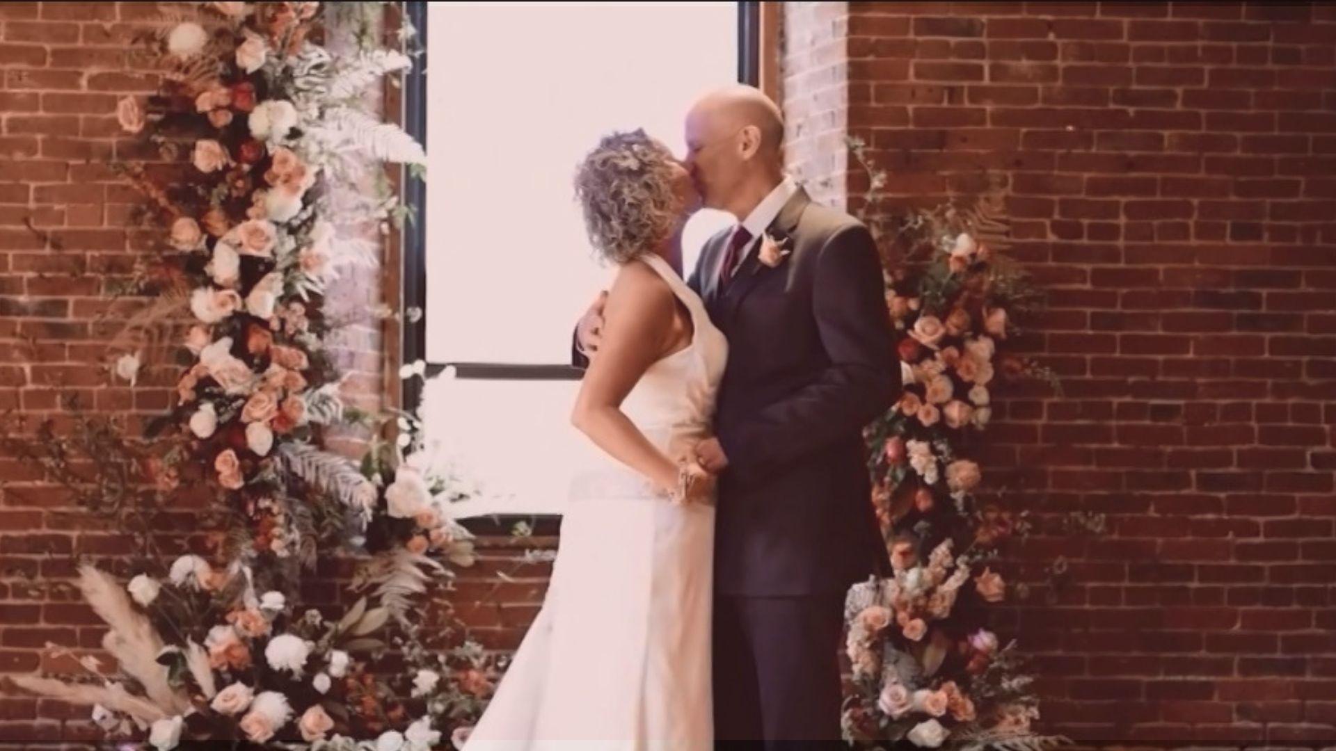 Peter e Lisa Marshall são casados há 12 anos e renovaram seus votos matrimoniais em abril. Foto: Reprodução/CNN