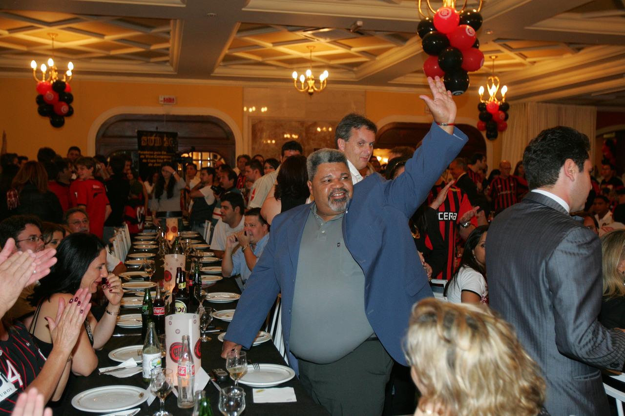 Bolinha é homenageado em jantar de aniversário do Athletico. Foto: Pedro Serápio/Gazeta do Povo