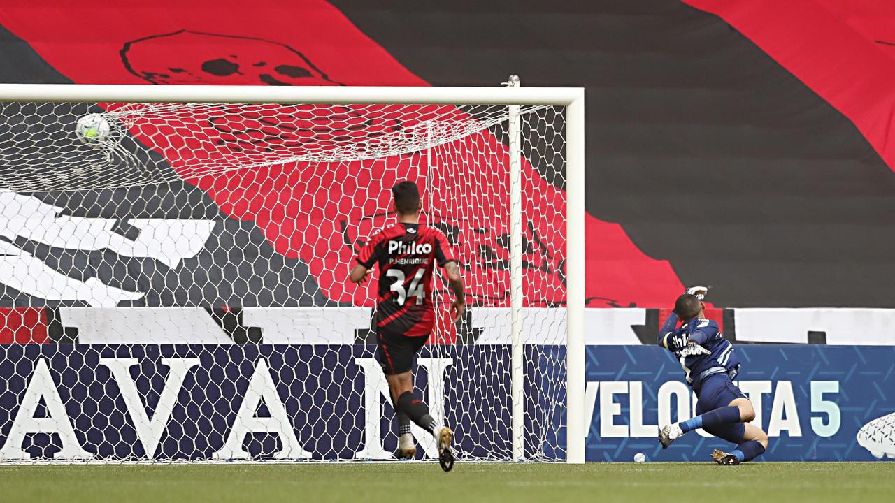 Athletico perdeu para o Atlético-MG por 1 a 0. Foto: Albari Rosa/Foto Digital/UmDois.