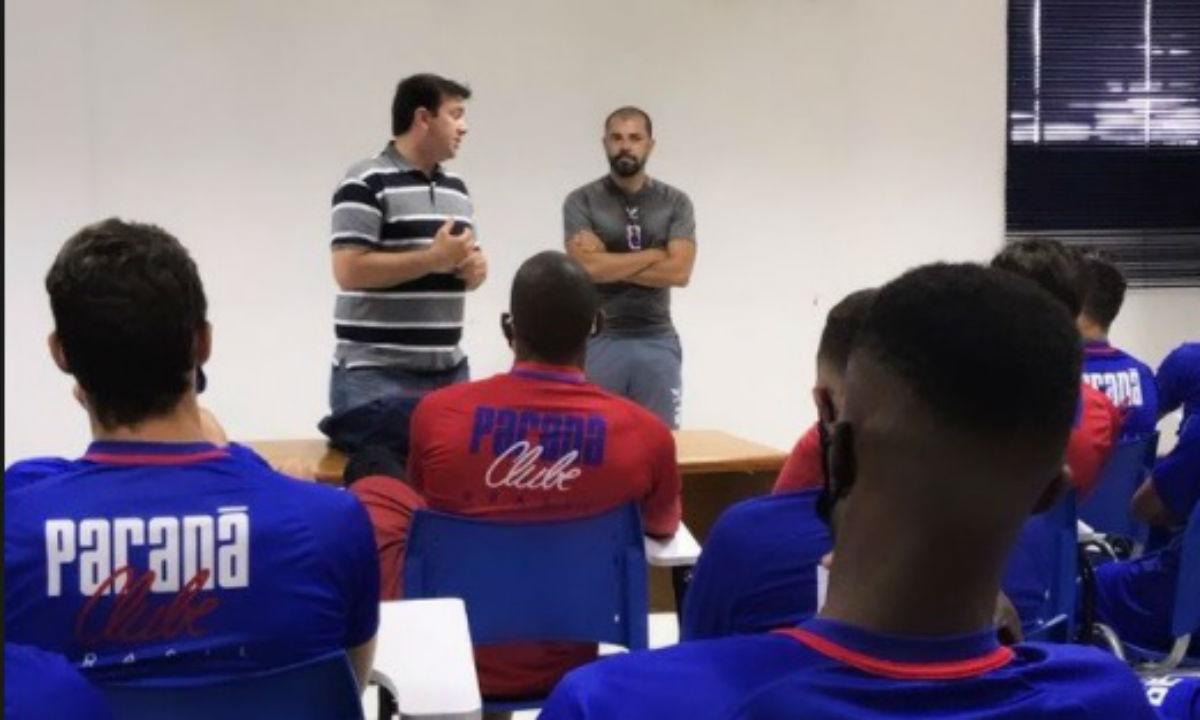 Márcio Coelho foi apresentado ao elenco na manhã desta quarta-feira. Foto: Reprodução/Paraná.