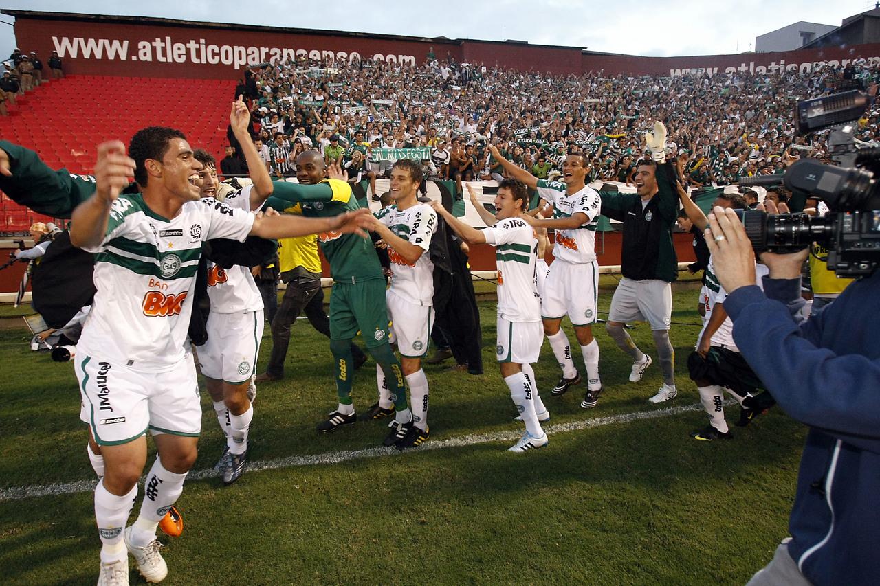 Em 2011, o Coritiba venceu o Athletico na Arena e foi campeão estadual.