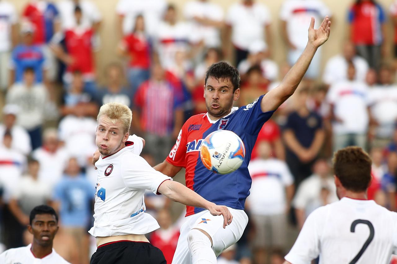 Com três gols, Giancarlo fez a festa da torcida do Paraná na goleada por 4 a 0 sobre o Athletico.