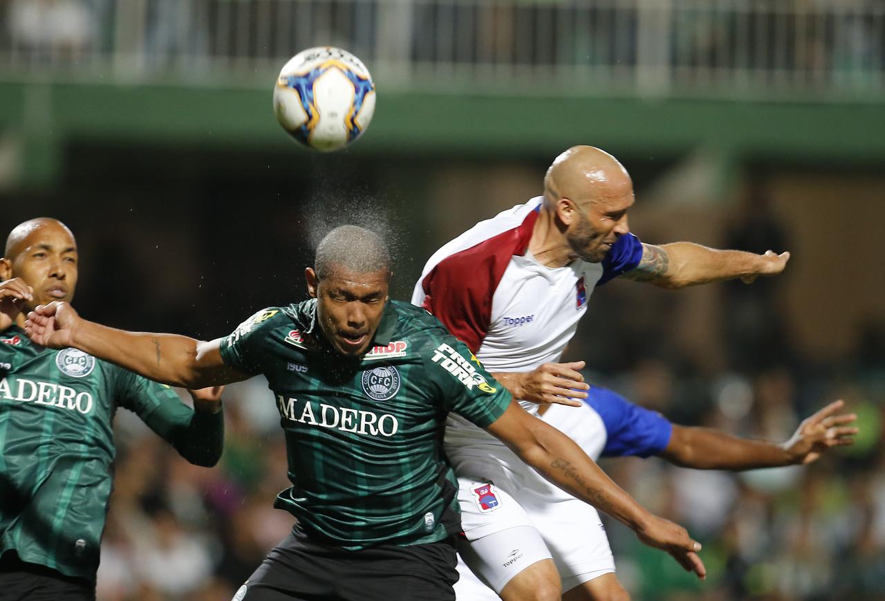 Em 2019, Coritiba e Paraná jogaram pela Série B.