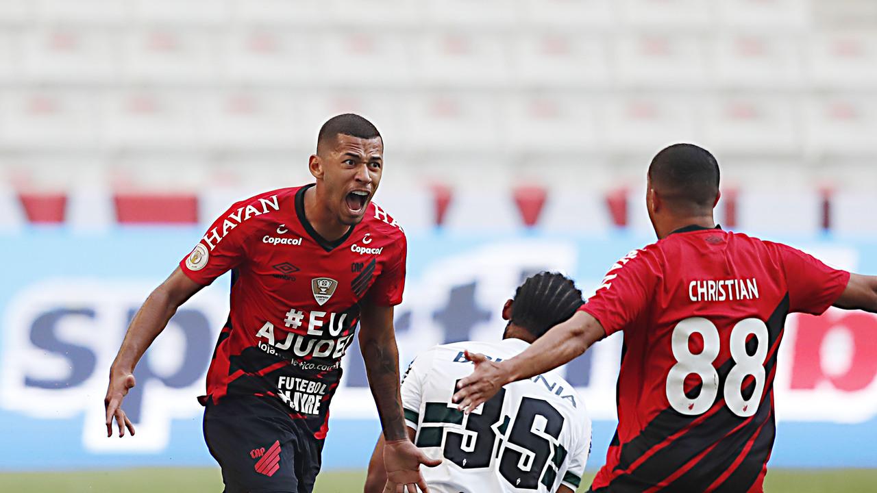 Fabinho fez o primeiro gol da carreira em um clássico.