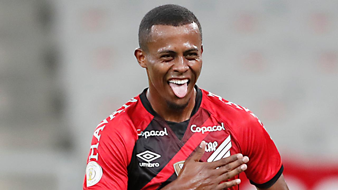 Carlos Eduardo comemora gol pelo Athletico. Cena pode se repetir no Couto Pereira. Foto: Albari Rosa/Foto Digital/UmDois Esportes