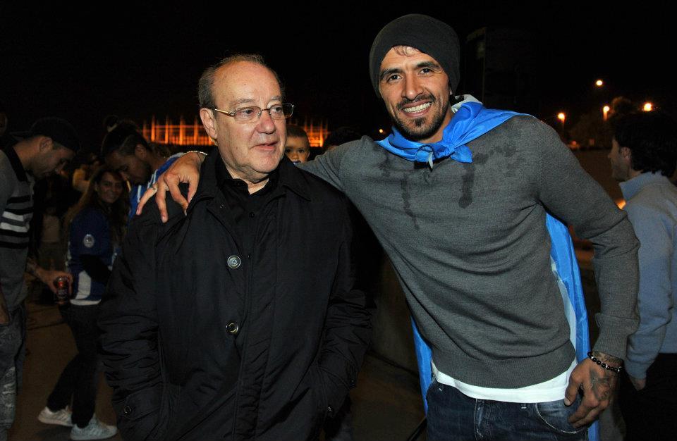 Presidente Pinto da Costa, do Porto, com Lucho, na festa do título nacional em 2012. Foto: FC Porto