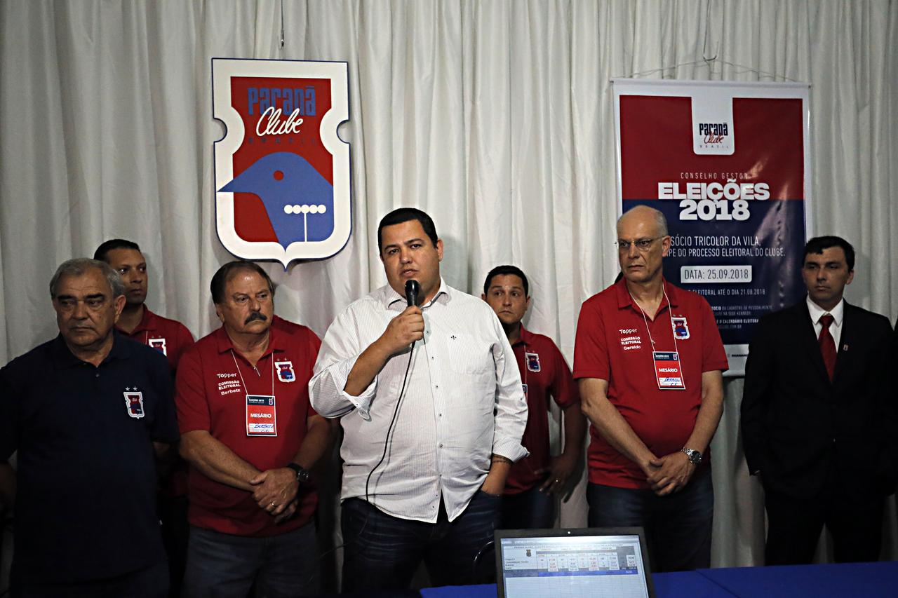 Leonardo Oliveira discursa após ser aclamado em 2018.