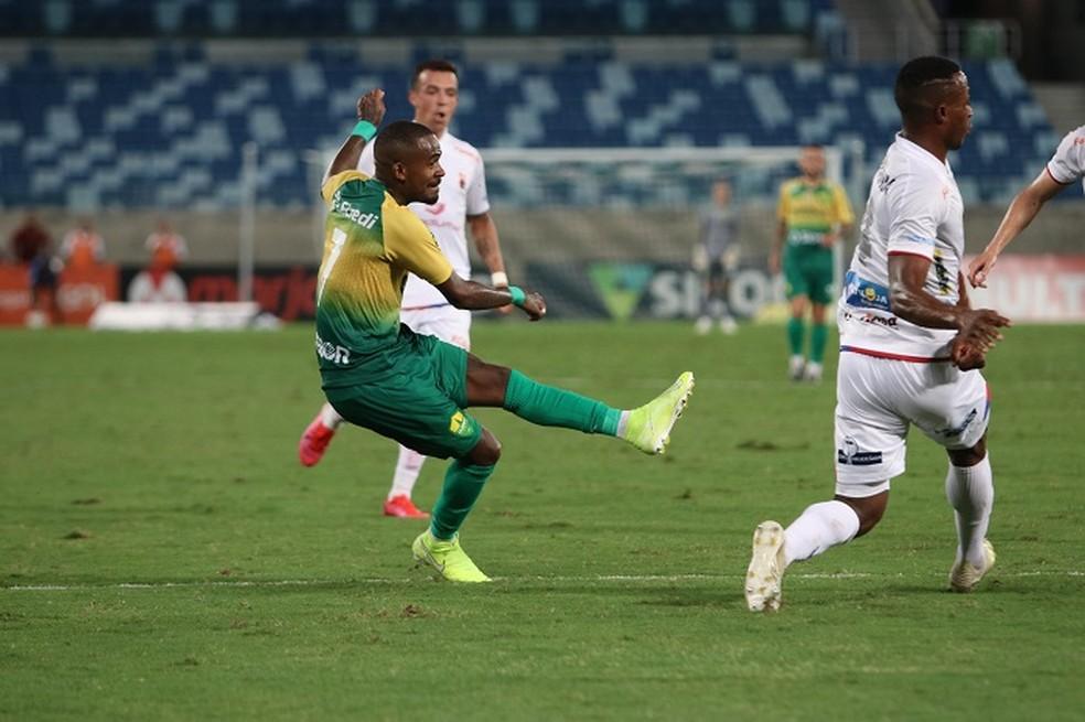 Yago César marca gol no rebaixado Paraná. Foto: Divulgação/Cuiabá