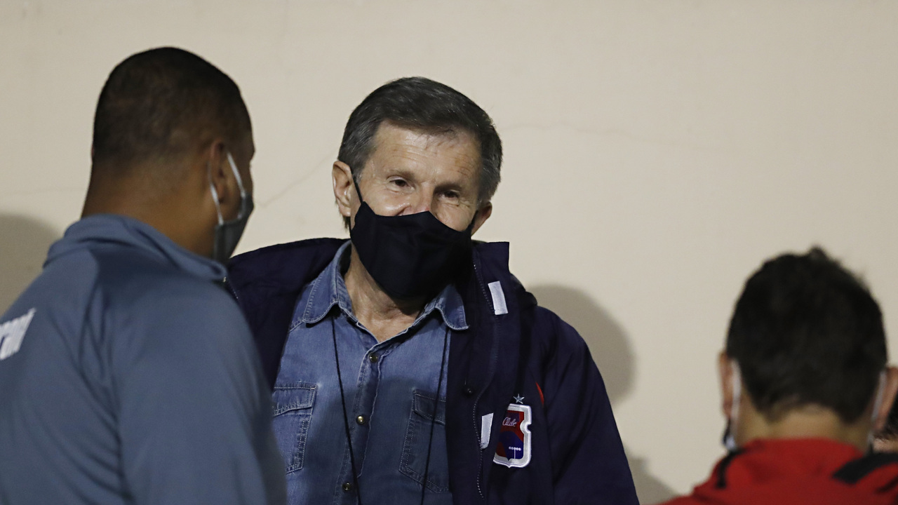 Sérgio Molletta assumiu o Paraná de forma interina e pode permanecer até o final do ano. Foto: Albari Rosa/Foto Digital/UmDois Esportes.