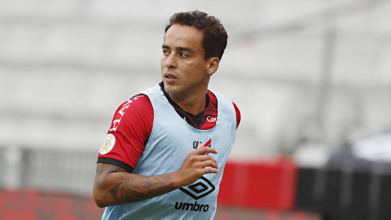 Jadson retornou ao Furacão e tem atuado nos jogos do Brasileirão. Foto: Albari Rosa/Foto Digital/UmDois Esportes.