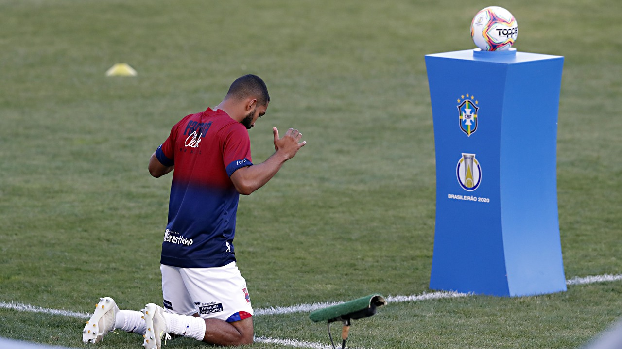 Paulo Henrique foi o destaque de sua posição na Série B. Foto: Albari Rosa/Foto Digital/UmDois Esportes.