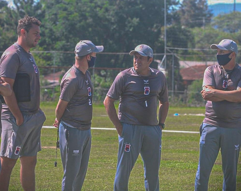 Comissão técnica de Maurílio conta com a presença do ex-zagueiro Ageu (à direita). Foto: Divulgação/Paraná.
