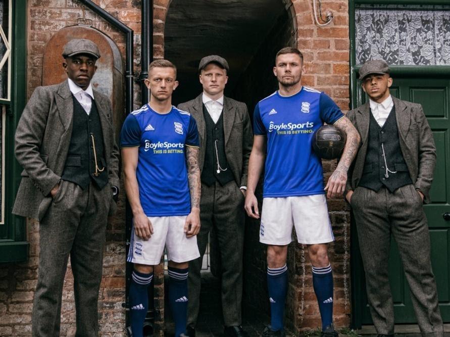 Peça publicitária do Birmingham City Football Club para o lançamento de uniformes da temporada 2019/2020.