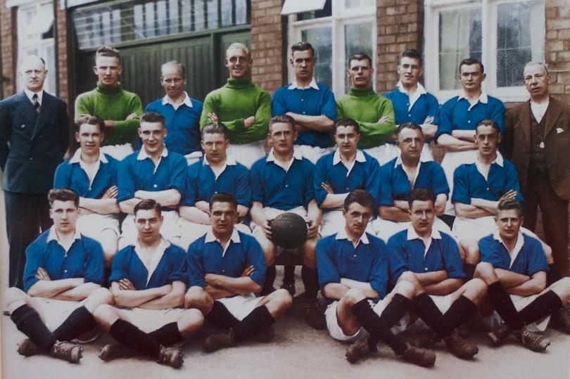 Birminghan FC vice-campeão da FA Cup de 1931. Consegue ver o rosto de um Shelby ali?  Crédito: Site oficial do clube.