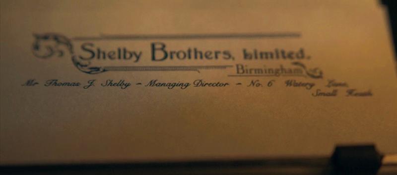 Frame em que é possível ver o endereço da Shelby Brothers Ltd. – Watery Lane nº 6, Small Heath.