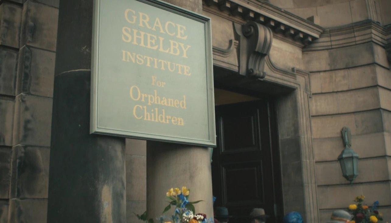 Um dos orfanatos criados por Thomas Shelby para limpar sua imagem. Crédito: reprodução.