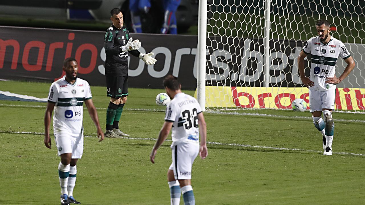 Defesa do Coritiba só passou intacta em nove partidas. Foto: Albari Rosa/Foto Digital/UmDois Esportes