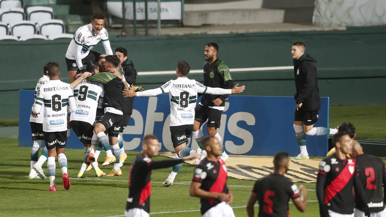 Coritiba encerrou o primeiro turno com vitória sobre o Atlético-GO. Foto: Albari Rosa/Foto Digital/UmDois Esportes
