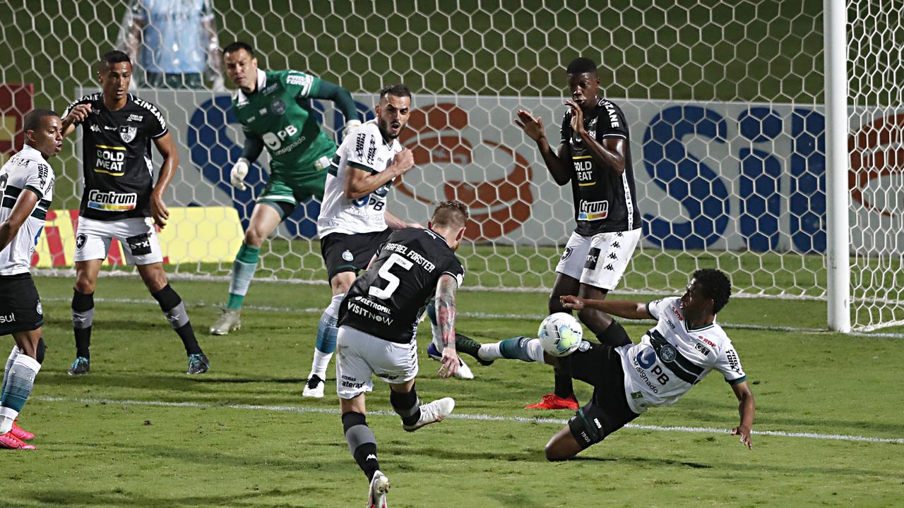 Derrota de virada para o lanterna Botafogo pesou na campanha do Coritiba. Foto: Albari Rosa/Foto Digital/UmDois Esportes