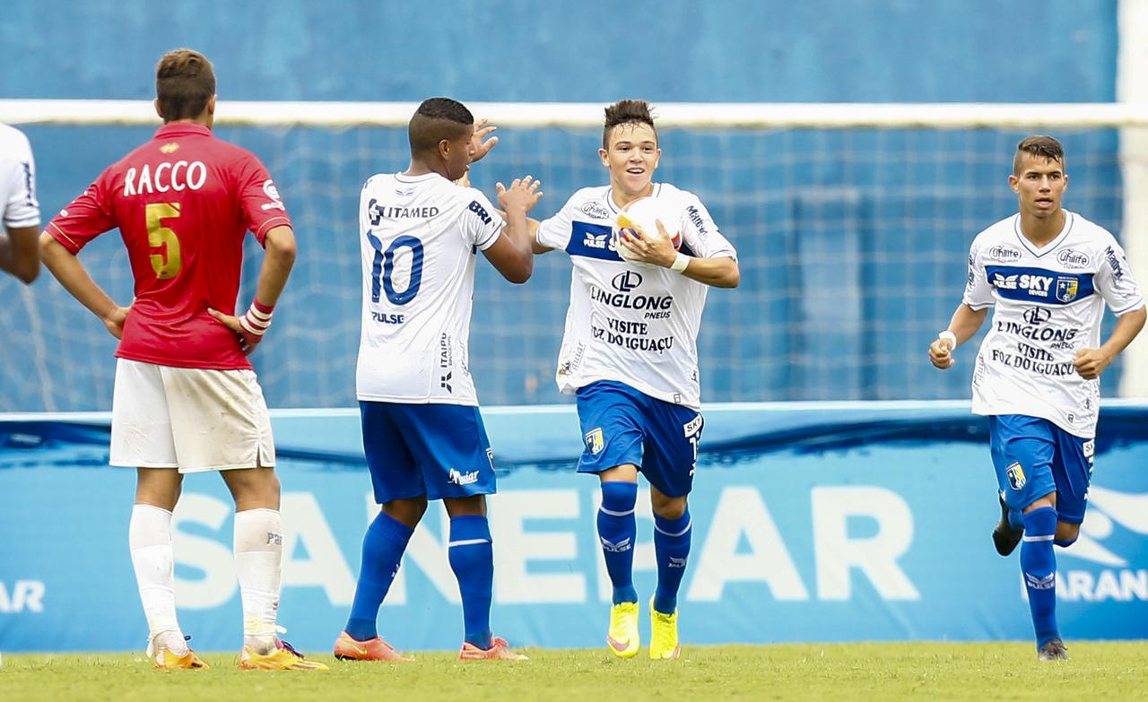 Pepê marcou duas vezes contra o Paraná em 2016.