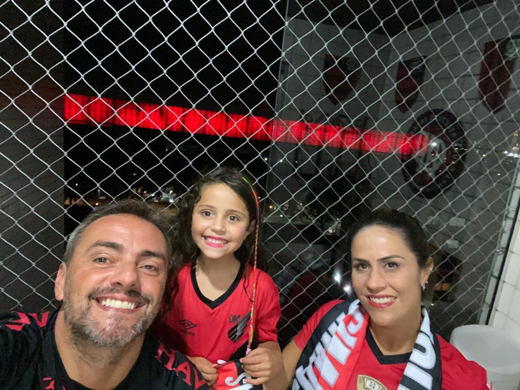 Renato, Maria Clara e Fabíola: vizinhos da Arena da Baixada sentem saudade da arquibancada