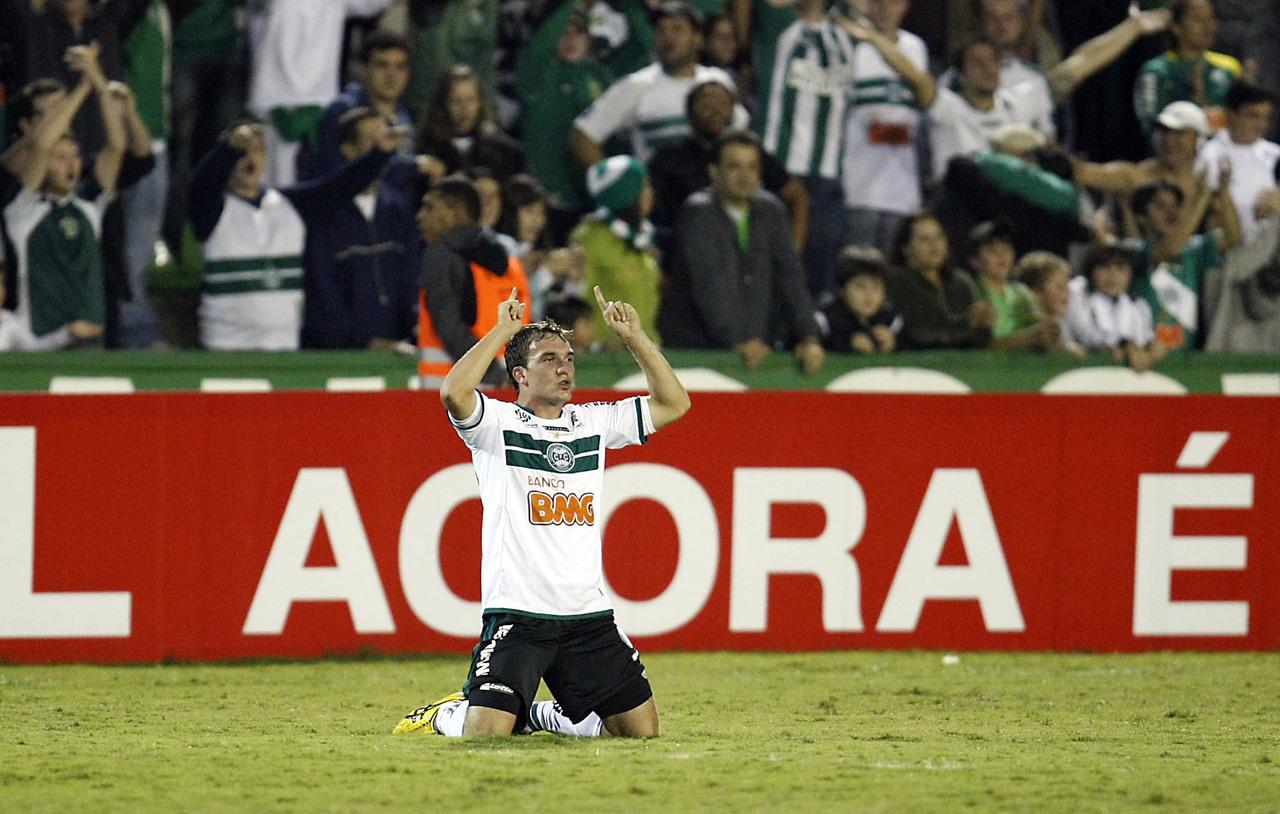 Willian Farias comemora classificação do Coritiba para a final da Copa do Brasil 2011