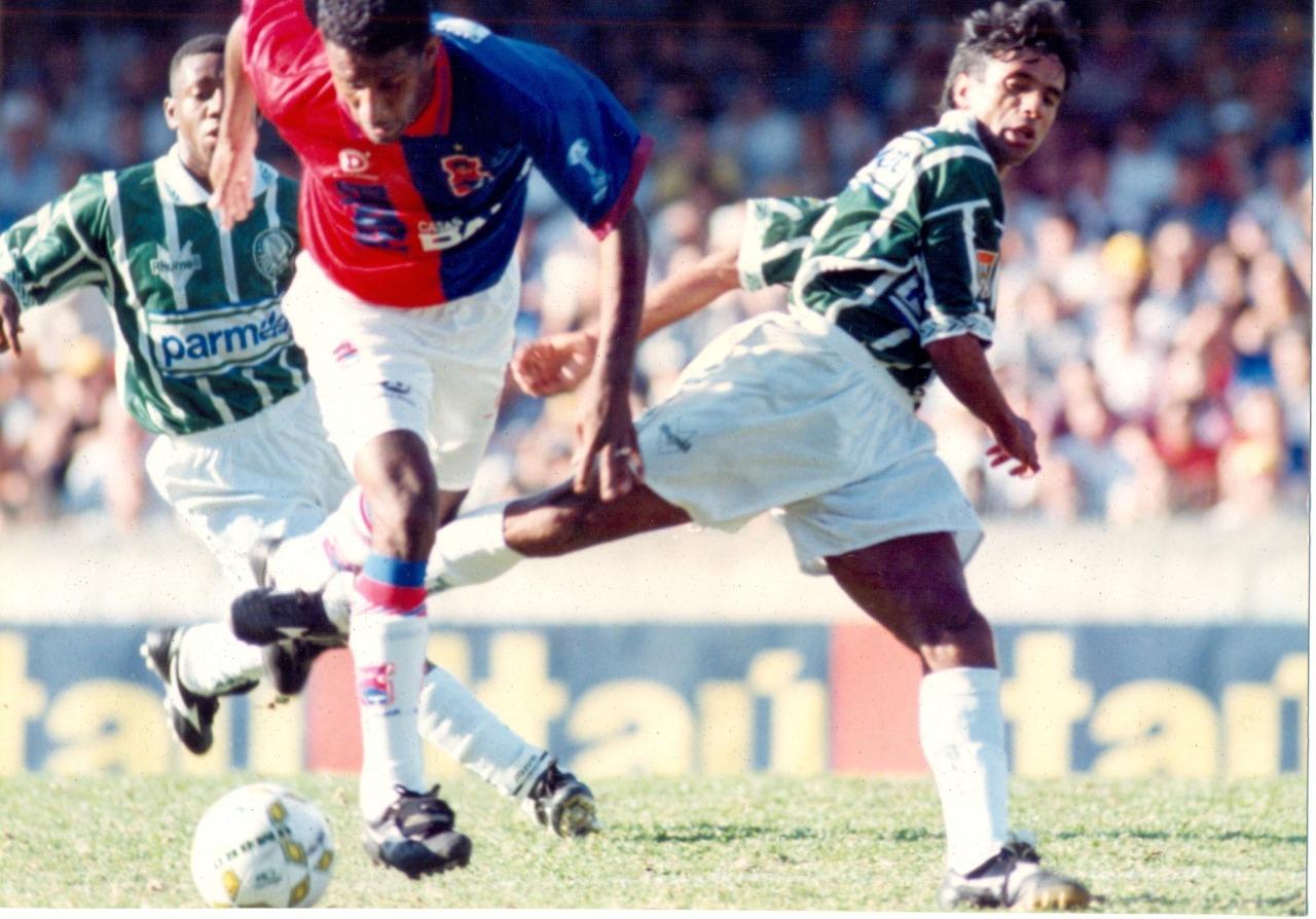 Paraná encara o Palmeiras em 1995. Foto: Arquivo/GRPCOM