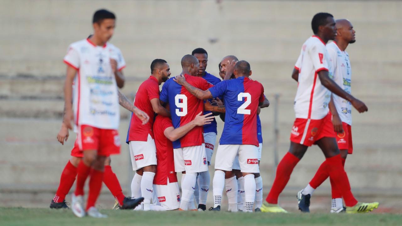 Jogadores comemoram gol na Vila. Foto: Albari Rosa/Foto Digital/UmDois Esportes.