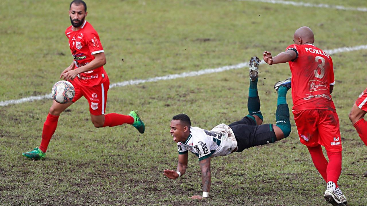 Lance de Rio Branco x Coritiba