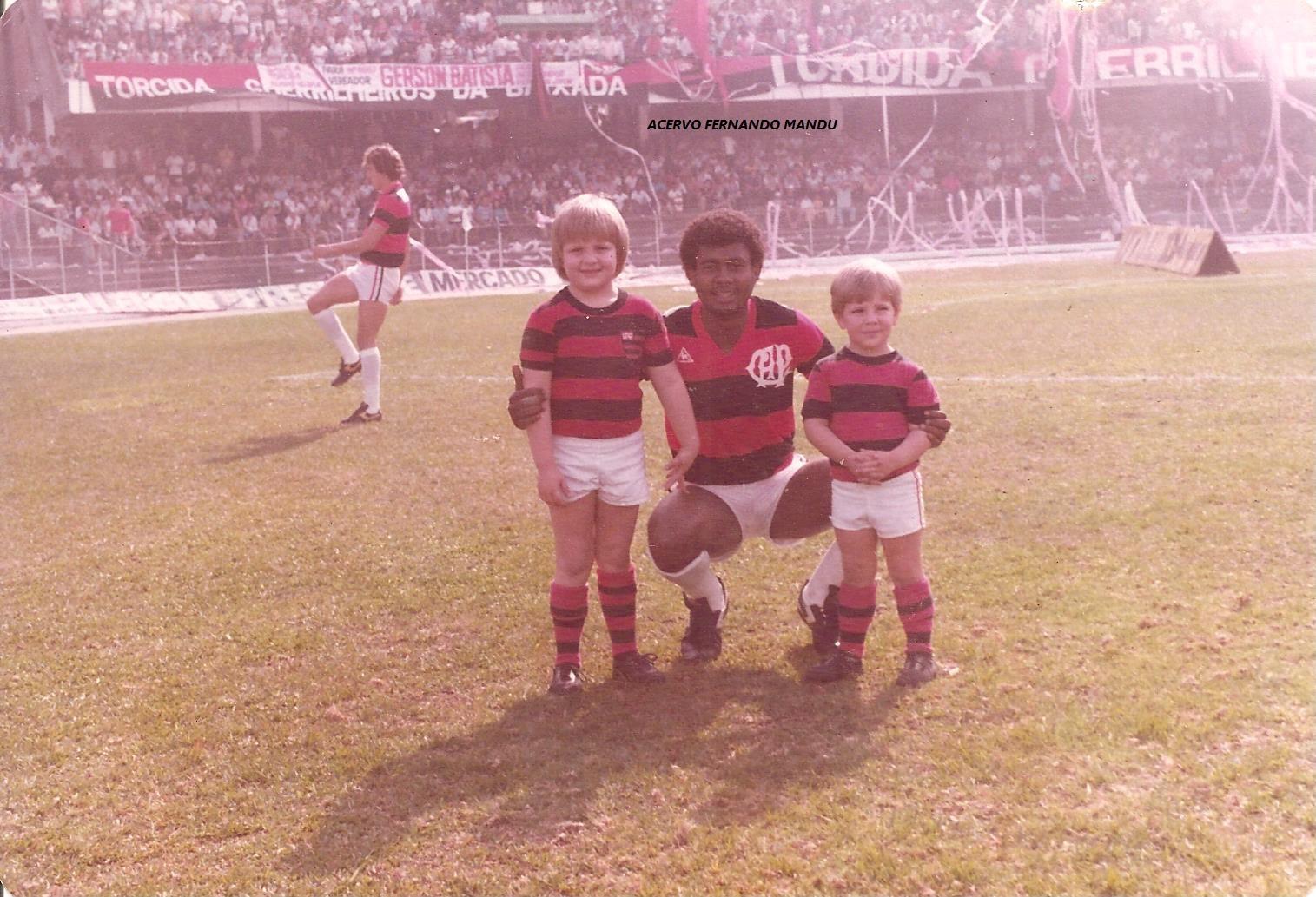 Os irmãos Fernando Mandu Junior e Luiz Demetrio com Washington (Arquivo Pessoal)