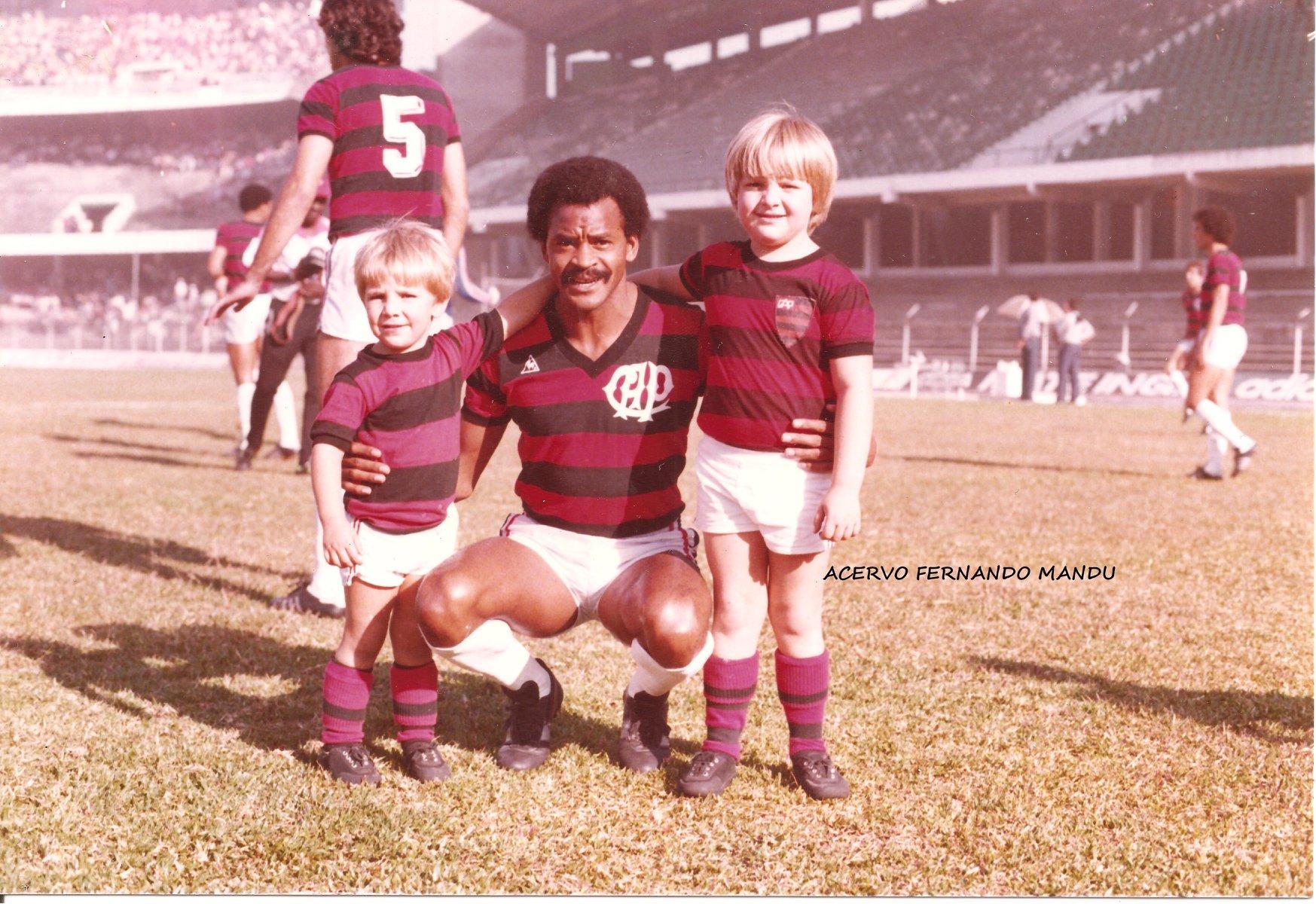 """Assis, da dupla com Washington, o """"casal"""" 20, com os irmãos Fernando Mandu Junior e Luiz Demetrio (Arquivo Pessoal)"""