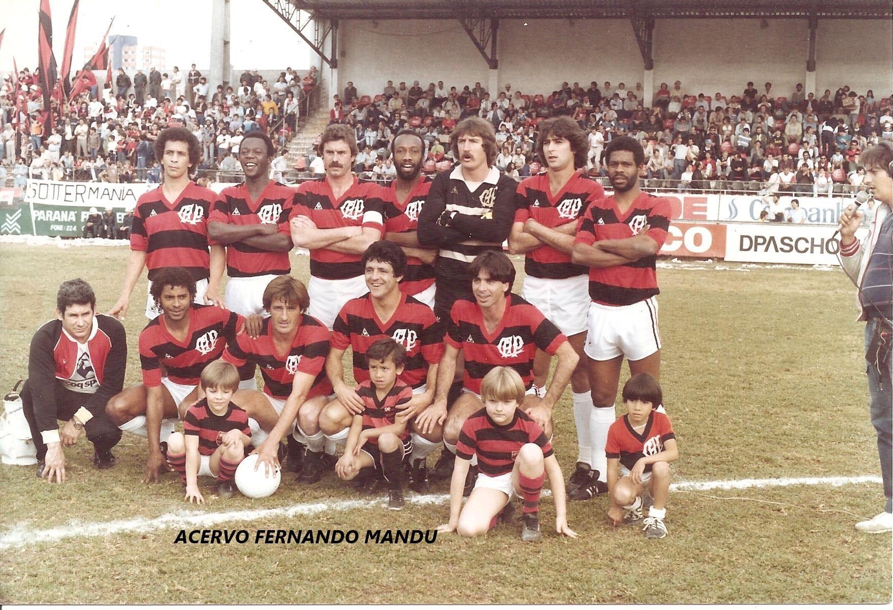 Os filhos de Fernando Mandu viraram mascotinhos do Athletico nos anos 80 (Arquivo Pessoal)