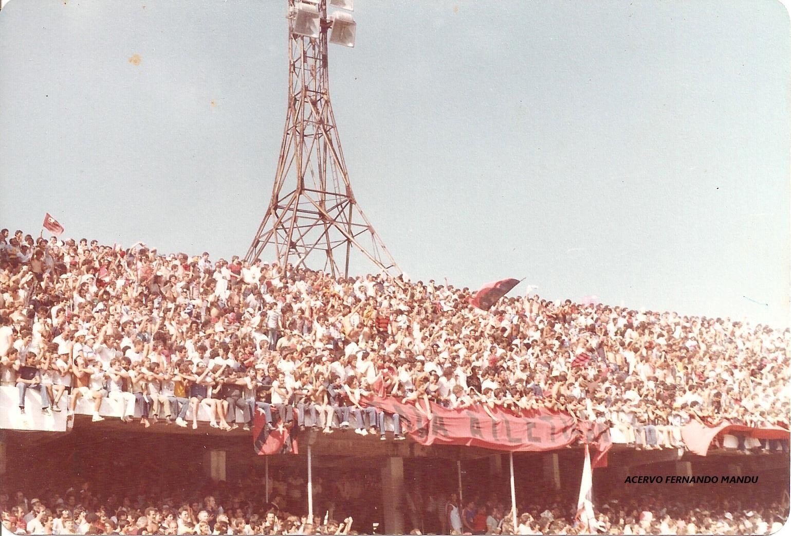 Couto Pereira apinhado9 em 1983 para o jogo do Furacão contra o Flamengo (Arquivo Pessoal)