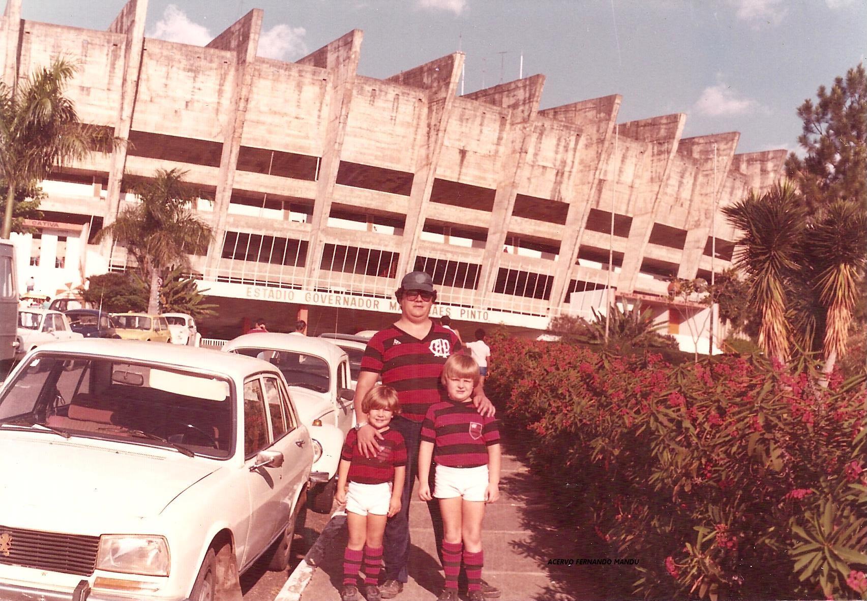 Fernando também levou os filhos para Belo Horizonte, em um jogo do Athletico contra o Galo, no Mineirão (Arquivo Pessoal)
